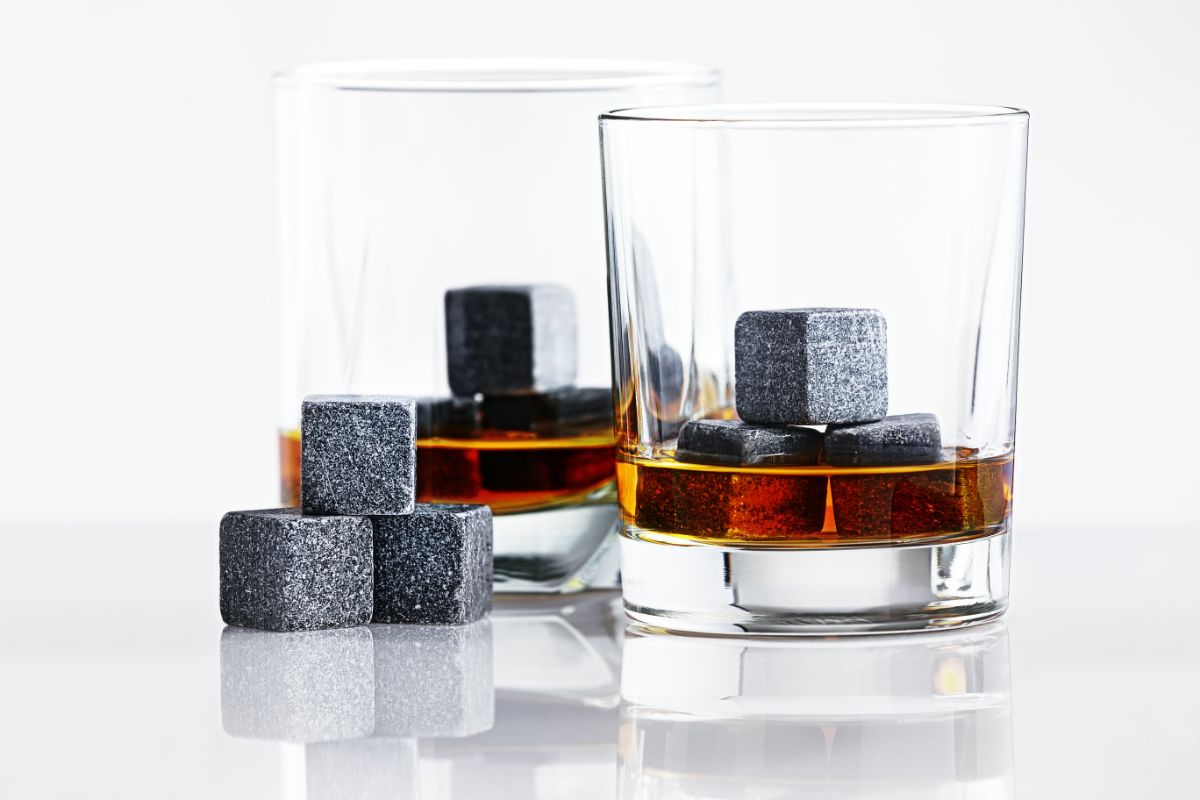 Buying Guide for Soapstone Cubes for Whiskey